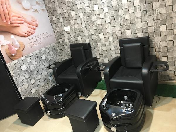 Aash Beauty Lounge