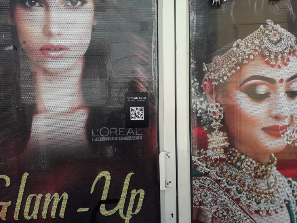 Glam-Up Beauty Parlour